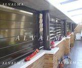 Celosia de aluminio bastidor corredera con lama móvil, instalada en cerramiento de Valdemoro, Madrid