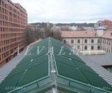 Celosia de aluminio bastidor fijo lama móvil en techo con control domótico, instalada en Burgos