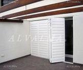 Celosia de aluminio bastidor plegable horizontal con lama móvil, instalada en Vallecas, Madrid