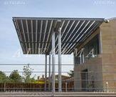 Parasol de celosia de aluminio con lama de 300 mm, instalada en Alpedrete, Madrid