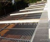 Parasol de celosias de aluminio en aparcamiento, instalada en Alpedrete, Madrid
