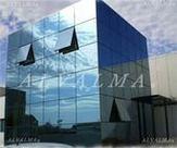 Muro cortina de aluminio estructural con ventanas en sistema proyectante en Madrid