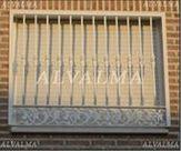 Reja diseño de cerrajeria de hierro lacado instalada en Madrid