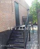 Cerramiento con escalera y cerrajeria de hierro lacado, instalado en Madrid
