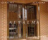 Puerta de cerrajeria de hierro lacado instalada en Valdemoro, Madrid