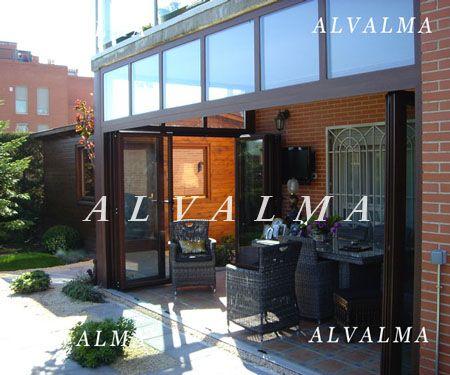 Puertas plegables ventanas y puertas de aluminio alvalma for Ventanales plegables